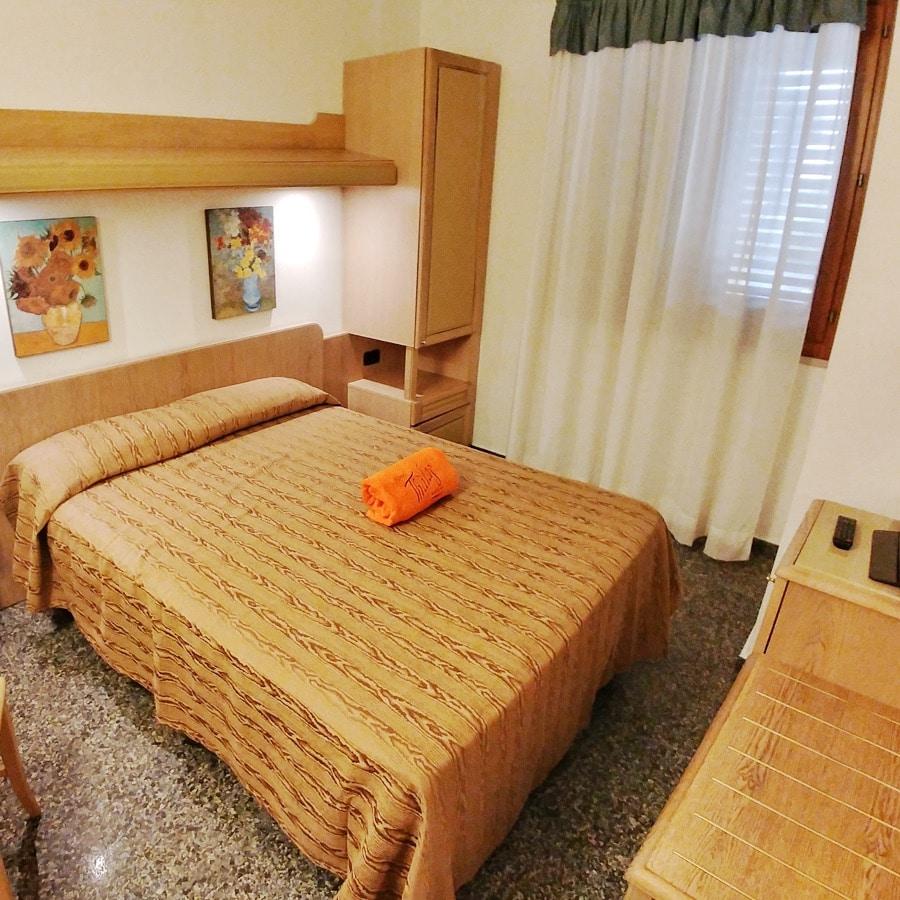 Camere comfort da 3 4 posti letto hotel thalas villaggio 4 stelle salento - Camere posti letto ...